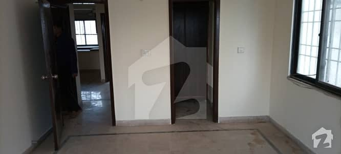 جناح ایونیو کراچی میں 3 کمروں کا 8 مرلہ فلیٹ 1.45 کروڑ میں برائے فروخت۔