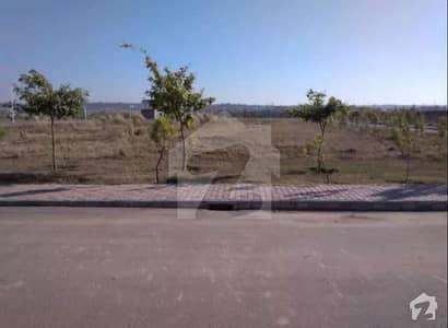 10 Marla Plot For Sale 70 Feet Road