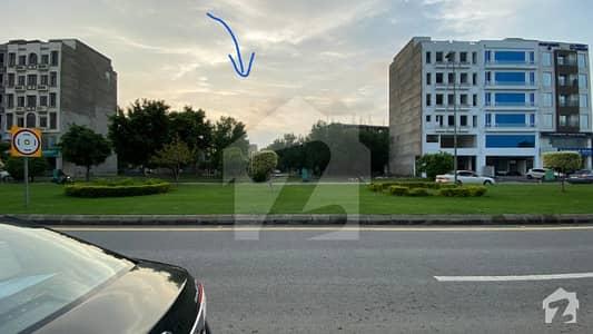 بحریہ ٹاؤن ۔ بلاک اے اے بحریہ ٹاؤن سیکٹرڈی بحریہ ٹاؤن لاہور میں 5 مرلہ کمرشل پلاٹ 2.79 کروڑ میں برائے فروخت۔