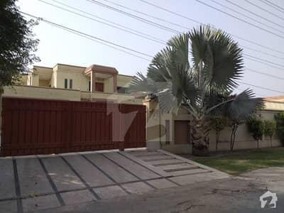 یو ای ٹی ہاؤسنگ سوسائٹی لاہور میں 6 کمروں کا 2 کنال مکان 4.5 کروڑ میں برائے فروخت۔