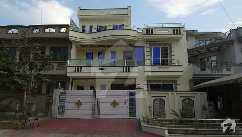 Beautiful 35 X 40 House For Sale In G13