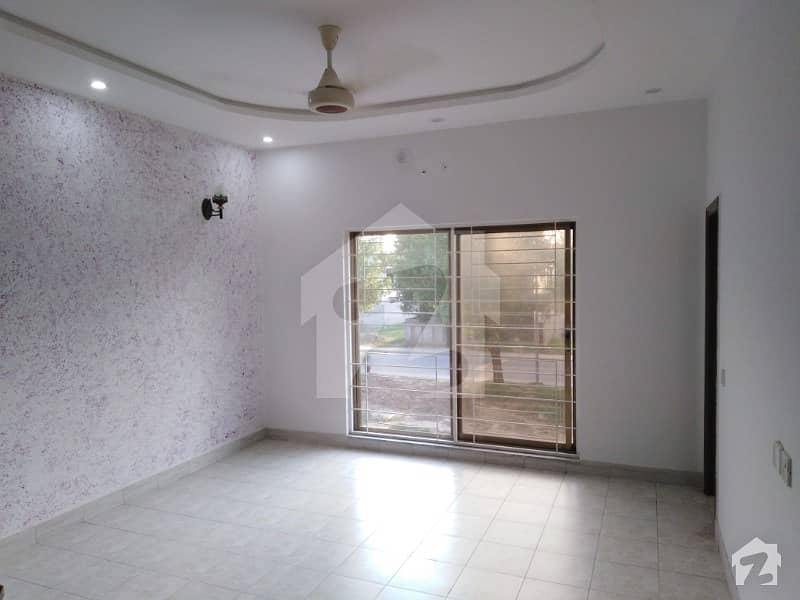 بحریہ ٹاؤن اوورسیز انکلیو بحریہ ٹاؤن لاہور میں 5 کمروں کا 10 مرلہ مکان 2.4 کروڑ میں برائے فروخت۔