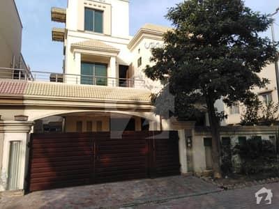 بحریہ ٹاؤن اوورسیز B بحریہ ٹاؤن اوورسیز انکلیو بحریہ ٹاؤن لاہور میں 5 کمروں کا 10 مرلہ مکان 1.75 کروڑ میں برائے فروخت۔