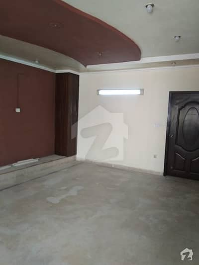 علی پارک کینٹ لاہور میں 6 کمروں کا 6 مرلہ مکان 55 ہزار میں کرایہ پر دستیاب ہے۔