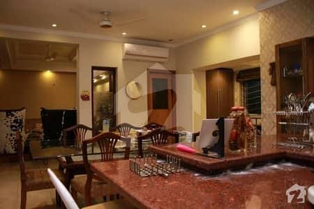 ایف ۔ 10/4 ایف ۔ 10 اسلام آباد میں 7 کمروں کا 2 کنال مکان 18 کروڑ میں برائے فروخت۔