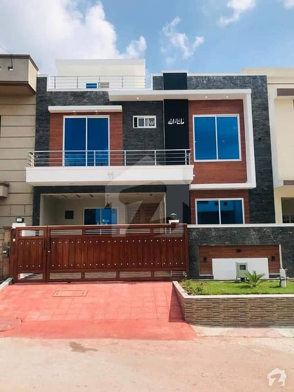 Brand New Solid Construction Beautiful 8 Marla House For Sale