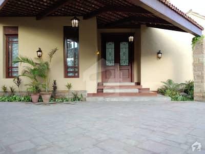 ڈی ایچ اے فیز 6 ڈی ایچ اے کراچی میں 6 کمروں کا 2 کنال مکان 28 کروڑ میں برائے فروخت۔