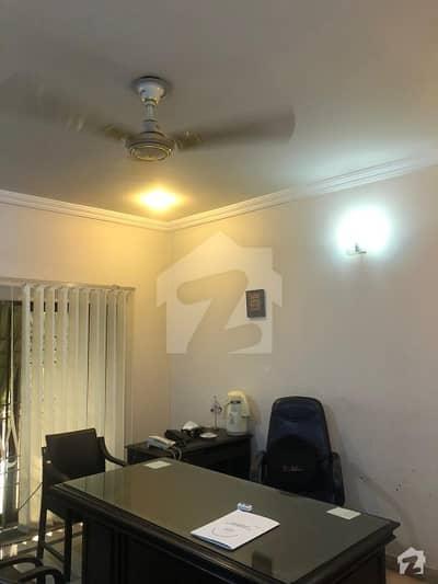 گلبرگ لاہور میں 8 کمروں کا 1.5 کنال مکان 7.25 کروڑ میں برائے فروخت۔
