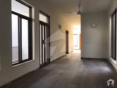 5994  Square Feet House Ideally Situated In 7th Avenue
