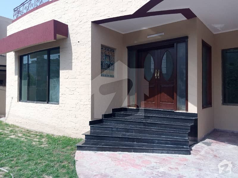 Top Location 1kanal Renevinte Bungalow With Attached Original Picture