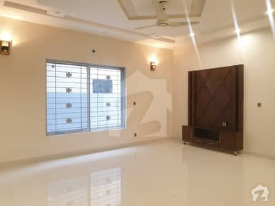 1 Kanal Commercial House For Rent