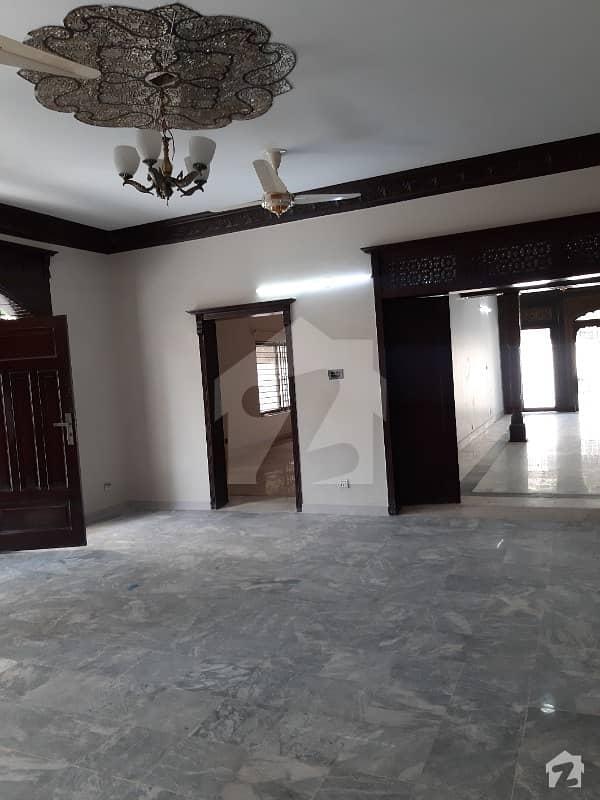 ایف ۔ 11/3 ایف ۔ 11 اسلام آباد میں 7 کمروں کا 2 کنال مکان 20 کروڑ میں برائے فروخت۔