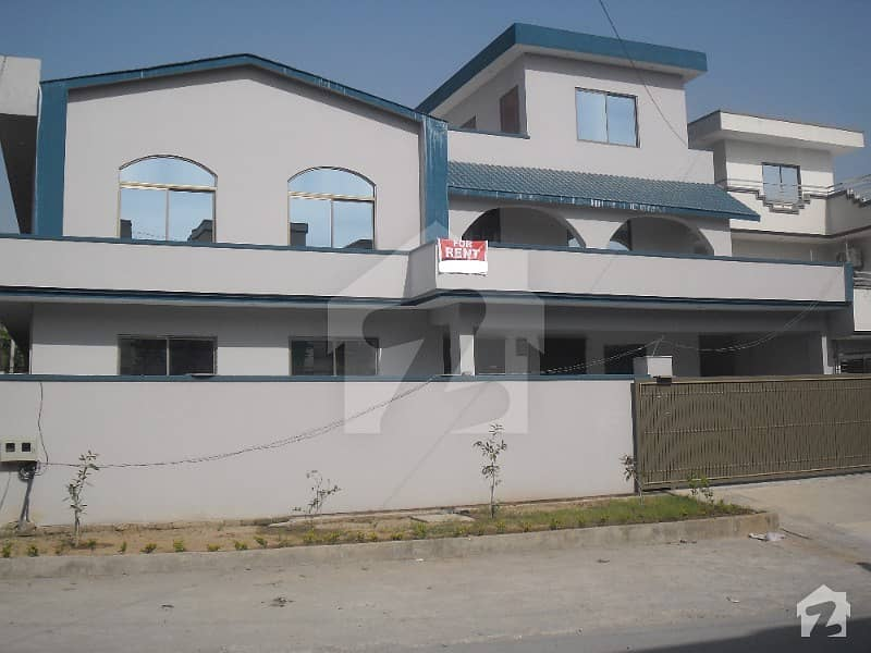 One Kanal House Upper Portion is for Rent