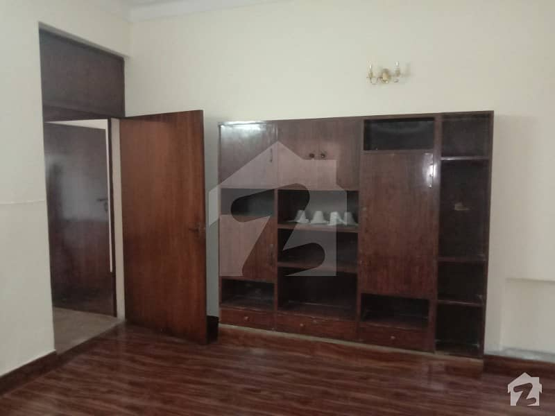 1 Kanal Lower Portion 3 Bed  Main Location