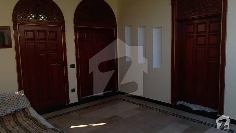مارگلہ ٹاؤن اسلام آباد میں 9 کمروں کا 8 مرلہ مکان 3.25 کروڑ میں برائے فروخت۔