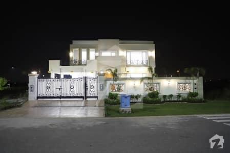 ڈی ایچ اے فیز 8 - بلاک وی فیز 8 ڈیفنس (ڈی ایچ اے) لاہور میں 4 کمروں کا 1 کنال مکان 5.5 کروڑ میں برائے فروخت۔