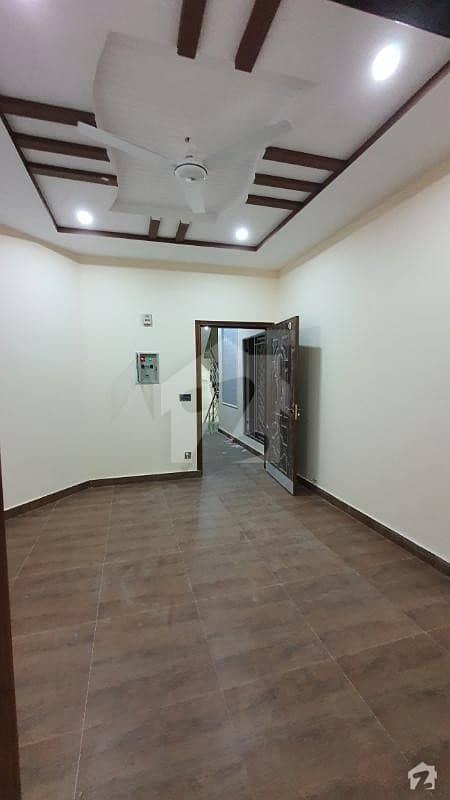 پاک عرب ہاؤسنگ سوسائٹی لاہور میں 1 کمرے کا 3 مرلہ فلیٹ 17 ہزار میں کرایہ پر دستیاب ہے۔