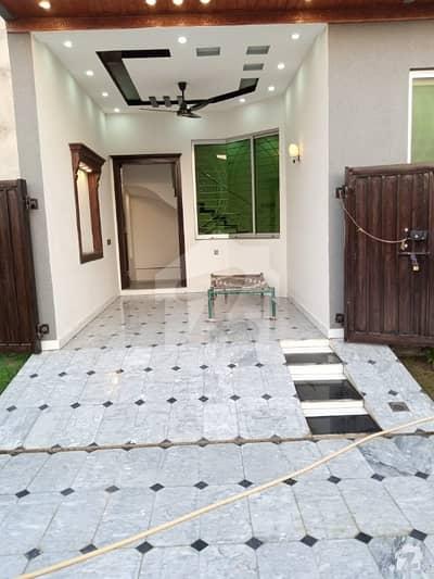 اچھرہ لاہور میں 2 کمروں کا 2 مرلہ مکان 44 لاکھ میں برائے فروخت۔