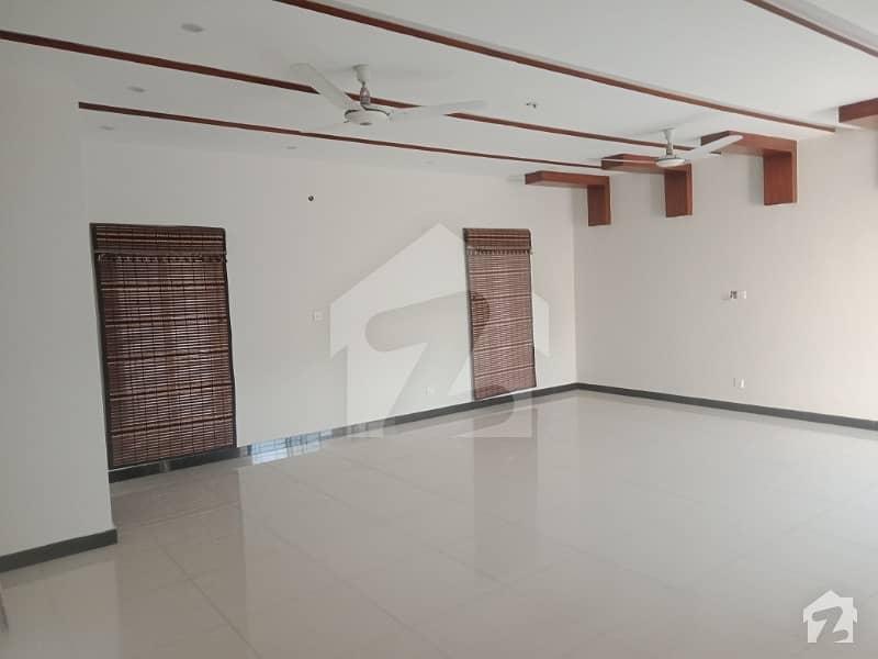 اسٹیٹ لائف ہاؤسنگ سوسائٹی لاہور میں 3 کمروں کا 1 کنال بالائی پورشن 43 ہزار میں کرایہ پر دستیاب ہے۔