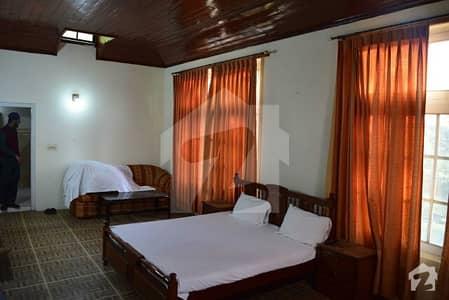 بھوربن مری میں 1 کمرے کا 3 مرلہ کمرہ 5 ہزار میں کرایہ پر دستیاب ہے۔