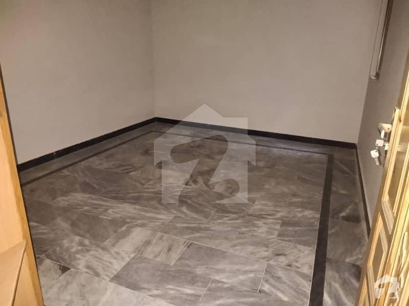ارباب سبز علی خان ٹاؤن ورسک روڈ پشاور میں 6 کمروں کا 5 مرلہ مکان 37 ہزار میں کرایہ پر دستیاب ہے۔