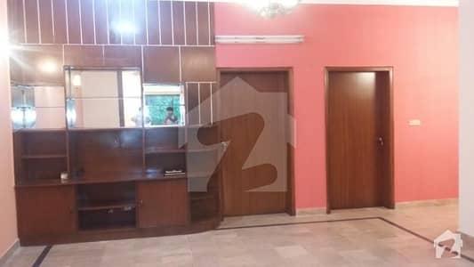 ڈی ایچ اے فیز 2 - بلاک وی فیز 2 ڈیفنس (ڈی ایچ اے) لاہور میں 3 کمروں کا 10 مرلہ مکان 70 ہزار میں کرایہ پر دستیاب ہے۔
