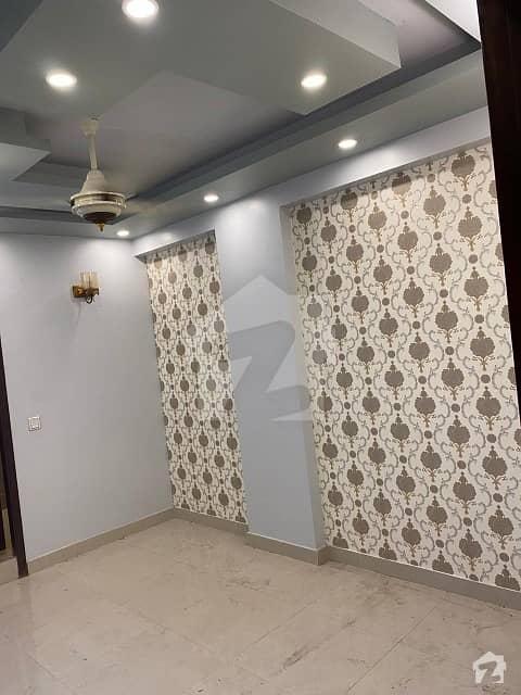 ڈی ایچ اے فیز 6 ڈی ایچ اے کراچی میں 2 کمروں کا 5 مرلہ فلیٹ 50 ہزار میں کرایہ پر دستیاب ہے۔