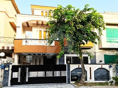 In Phase 4 Beautiful 10 Marla 5 Beds Cottage Available For Rent In Bahria Town