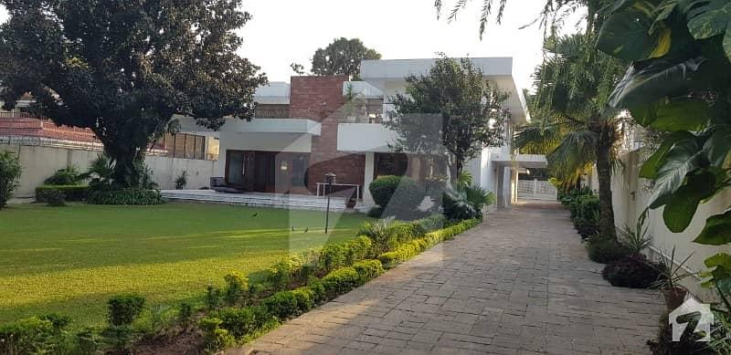 جی ۔ 6 اسلام آباد میں 4 کمروں کا 4 کنال مکان 5.7 لاکھ میں کرایہ پر دستیاب ہے۔
