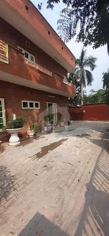 گلبرگ 3 گلبرگ لاہور میں 5 کمروں کا 1 کنال مکان 5.5 کروڑ میں برائے فروخت۔
