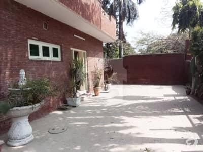 Commercial Paid Near Hussain Chowk