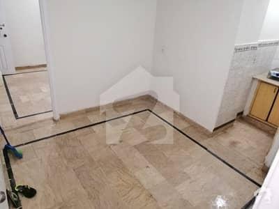 450  Square Feet Flat For Sale In Tariq Road