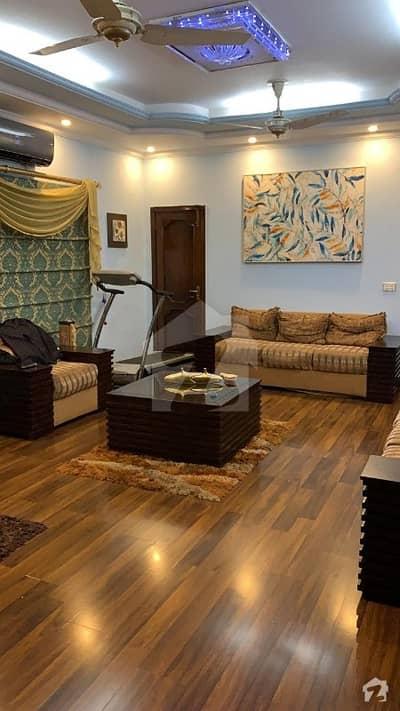 جوہر ٹاؤن لاہور میں 5 کمروں کا 10 مرلہ مکان 2.3 کروڑ میں برائے فروخت۔