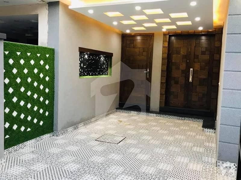 بحریہ ٹاؤن سیکٹر سی بحریہ ٹاؤن لاہور میں 5 کمروں کا 10 مرلہ مکان 88 ہزار میں کرایہ پر دستیاب ہے۔