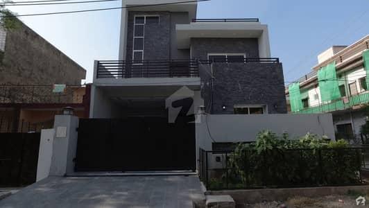 پارک روڈ اسلام آباد میں 5 کمروں کا 8 مرلہ مکان 3.7 کروڑ میں برائے فروخت۔