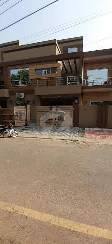 گلبرگ لاہور میں 5 کمروں کا 1 کنال مکان 4 کروڑ میں برائے فروخت۔