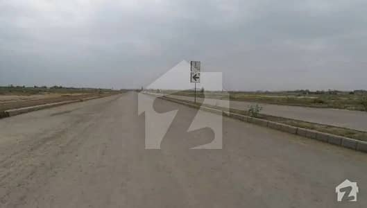 ڈی ایچ اے فیز 8 - بلاک ٹی فیز 8 ڈیفنس (ڈی ایچ اے) لاہور میں 1 کنال رہائشی پلاٹ 2.7 کروڑ میں برائے فروخت۔
