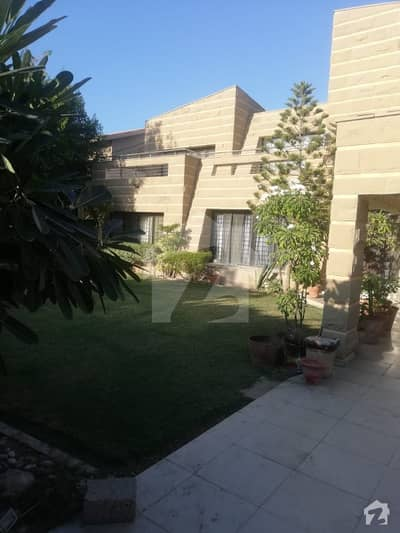 1000 Yards Very Well Maintained Bungalow For  Rent