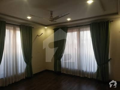 1 Kanal Beautiful Bungalow For Rent