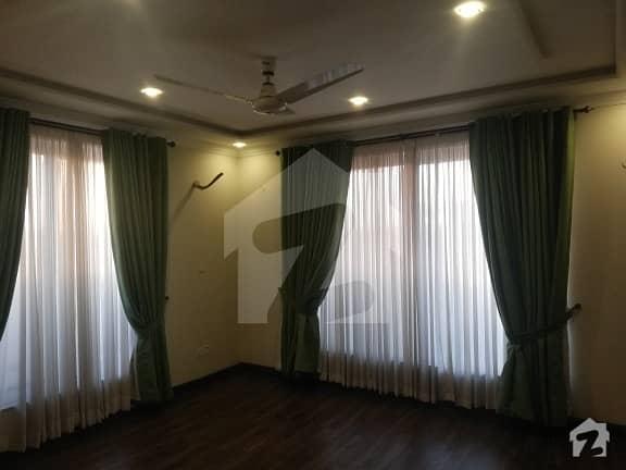 1 Kanal Beautiful Bungalow For Rent