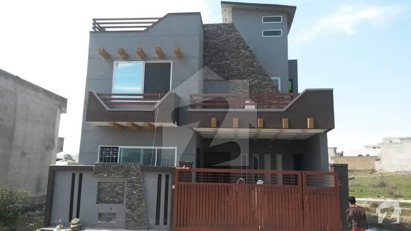 جناح گارڈنز ایف ای سی ایچ ایس اسلام آباد میں 5 کمروں کا 7 مرلہ مکان 1.4 کروڑ میں برائے فروخت۔