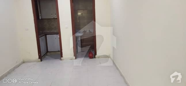 پی ڈبلیو ڈی روڈ اسلام آباد میں 1 کمرے کا 1 مرلہ فلیٹ 8 ہزار میں کرایہ پر دستیاب ہے۔