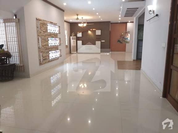 ڈی ایچ اے فیز 7 ڈی ایچ اے کراچی میں 12 کمروں کا 2 کنال مکان 17.5 کروڑ میں برائے فروخت۔