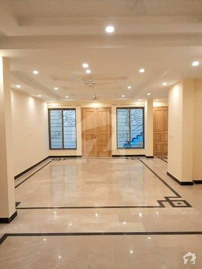 ایف ۔ 11/2 ایف ۔ 11 اسلام آباد میں 9 کمروں کا 1.7 کنال مکان 16 کروڑ میں برائے فروخت۔