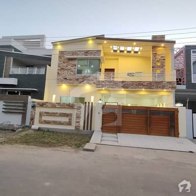 10 Marla Designer House With Solid Construction near to Main Boulevard