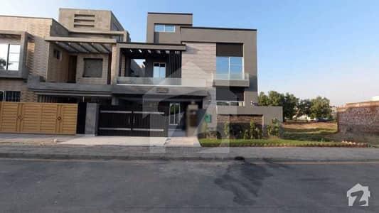بحریہ ٹاؤن جینیپر بلاک بحریہ ٹاؤن سیکٹر سی بحریہ ٹاؤن لاہور میں 5 کمروں کا 10 مرلہ مکان 2.2 کروڑ میں برائے فروخت۔