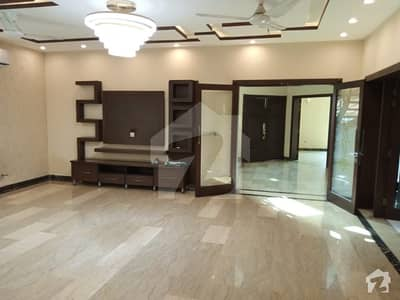1 Kanal Stylish Banglow For Rent