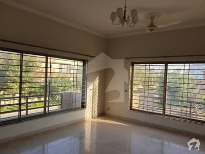1 Kanal Beautiful Upper Portion Available For Rent
