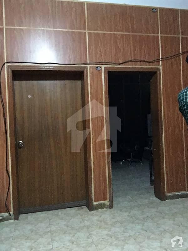 ماڈل ٹاؤن لاہور میں 1 کمرے کا 1 کنال کمرہ 18 ہزار میں کرایہ پر دستیاب ہے۔