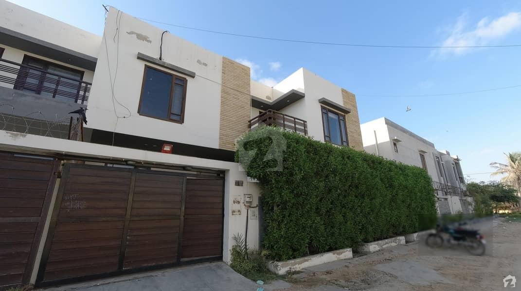 ڈی ایچ اے فیز 5 ڈی ایچ اے کراچی میں 4 کمروں کا 10 مرلہ مکان 6.4 کروڑ میں برائے فروخت۔